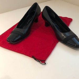 SALVATORE FERRAGAMO leather heel w/patent tip
